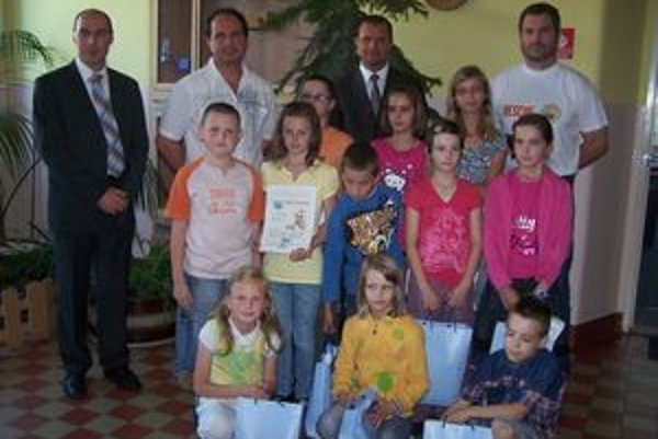 V ZŠ na Mudroňovej ulici dnes oceňovali mladých záchranárov.