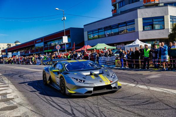 V Galante sa predviedli historické kúsky, ale aj nové Lamborghini Huracan nitrianskeho pretekárskeho tímu Sladecka Motorsport.