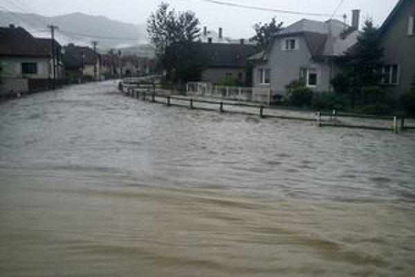 Takáto voda sa včera valila Sklabiňou.