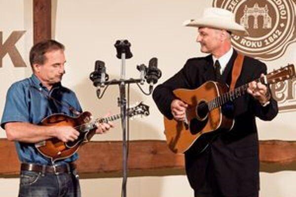 Na záver Ľubomír a Marián Šupákovci zahrali štyri skladby otca bluegrassu Billa Monrea.