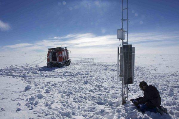 Vedcom sa podarilo prevŕtať k podľadovcovému jazeru Mercer, ktoré sa nachádza pod tisíc metrami ľadu.