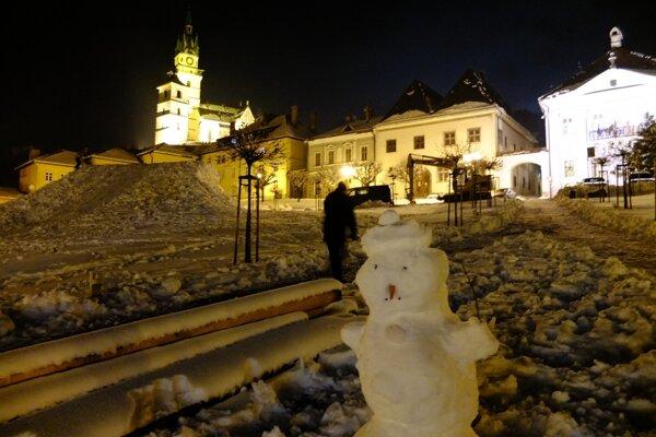 Vo štvrtok večer (11.2.) v centre zasneženej historickej Kremnice.