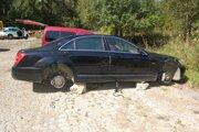 Jedno z poškodených áut v Povine.