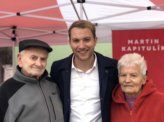 Starí rodičia sú mu oporou nielen v živote, ale aj vo volebnej kampani.