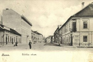 Pohľad na Pivovarskú, dnes Poštovú ulicu. V druhej budove vpravo sídlila stará pošta.