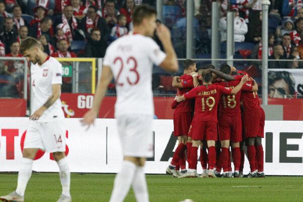 Portugalskí futbalisti sa radujú po jednom z gólov.