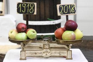Exponát k storočnici republiky na výstave ovocia.