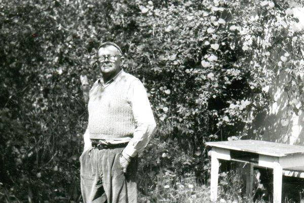Jeršov vo svojej legendárnej záhrade v Martine.