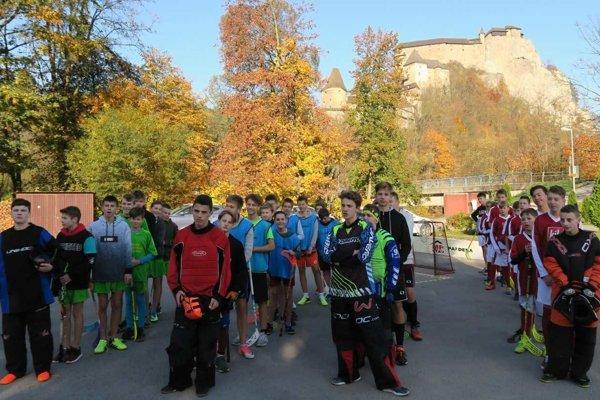 Pod Oravským hradom si sily zmerali štyri základné školy.