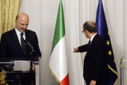 Taliansky minister financií Tria a eurokomisár Pierre Moscovici.