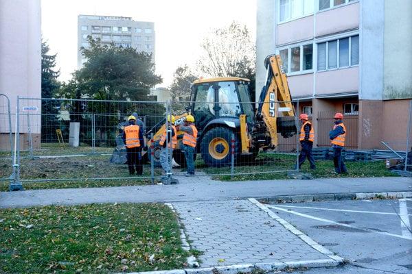 Práce na novom parkovisku sa začali.