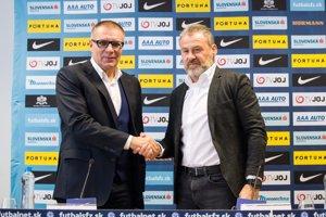 Pavel Hapal (vpravo) a šéf SFZ Ján Kováčik.