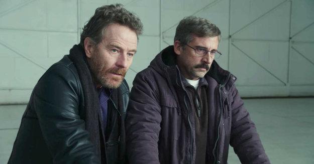 Bryan Cranston a Steve Carrel ako vojnoví veteráni vo filme Last Flag Flying.