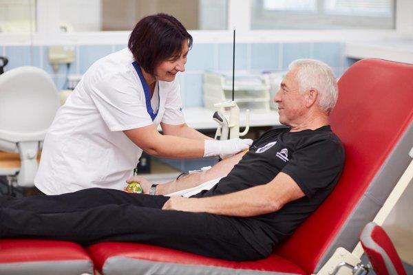 150-násobný darca chodí darovať krv každé tri mesiace.