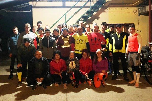 Partia nočných bláznov z RoniRun Clubu si užila beh na 10 kilometrov.