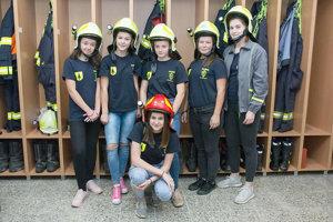 Mladé hasičky.