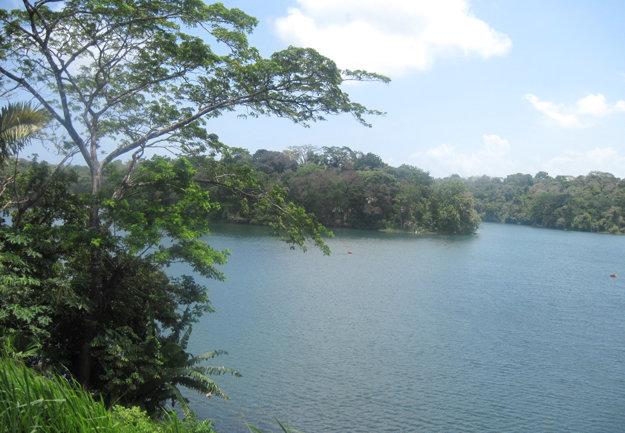 Umelé jazero Gatun je rezervoárom vody pre Panamský prieplav.