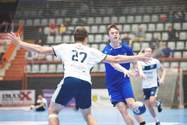 Považskobystričan Sloboda (v modrom) prispel k úspechu dvoma gólmi.