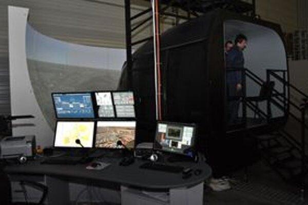 Jeden simulátor odovzdali v stredu predstaviteľom americkej armády. Náklady na jeho výrobu presiahli štyri milióny dolárov.