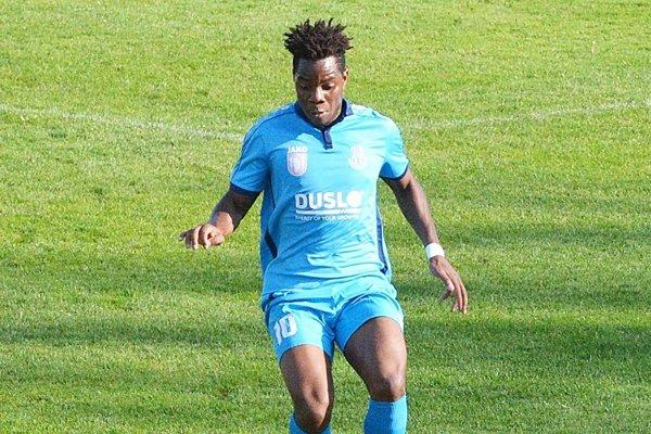 Legionár zo Zimbabwe Njabulo Mpofu strelil vGabčíkove vyrovnávajúci gól Šale, ktorá tak zostala na prvom mieste tabuľky.