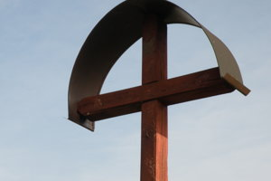 Drevený kráž na cintoríne je dočasne bez sochy Ježiša Krista.