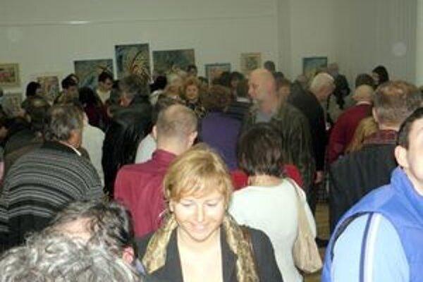 Výstava prilákala veľa priaznivcov výtvarného umenia, ale aj gratulantov.