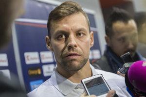 Na snímke slovenský reprezentant Rastislav Špirko počas rozhovoru s novinármi po príchode na zraz hokejovej reprezentácie pred Nemeckým pohárom 5. novembra 2018 v Bratislave.