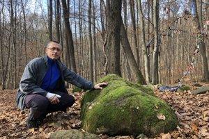 Ján Ducár pri Raslavkameni v lese nad obcou Abranovce.