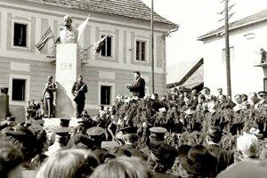 Historické udalosti na námestí v Pukanci - rok 1946.