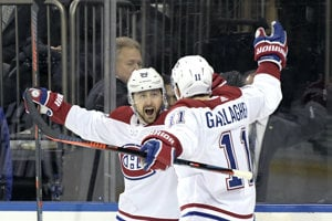 Tomáš Tatar (vľavo) sa teší z gólu do siete NY Rangers.