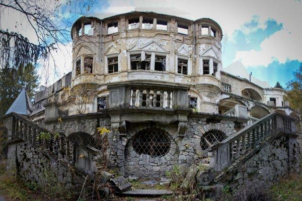 Stav kuneradského zámku po treťom požiari.