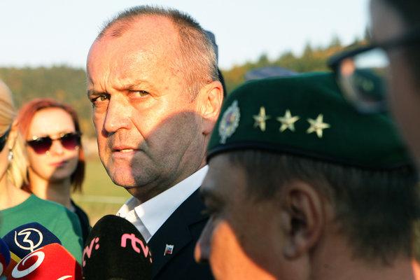 Pamätnú tabuľu v Hájskom odhalil minister obrany Peter Gajdoš.