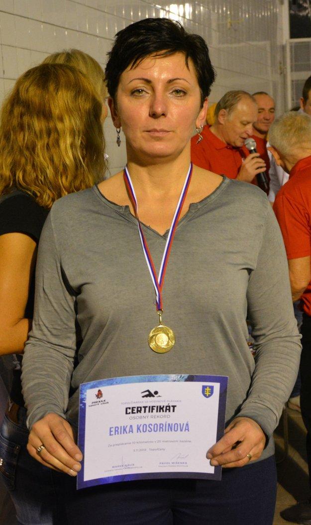 Erika Kosorínová z Chynorian zvládla desaťkilometrovú trať za 4 hodiny, 38 minút a 44 sekúnd.