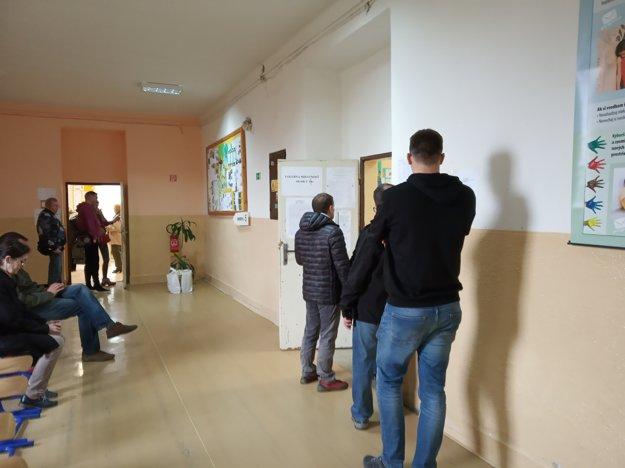 Voľby na ZŠ Tomášikova.