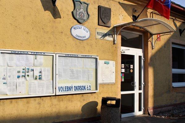 Volebná miestnosť v Leopoldove.