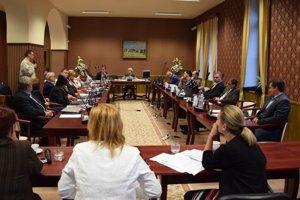 Zo zasadnutia Mestského zastupiteľstva v Lučenci.