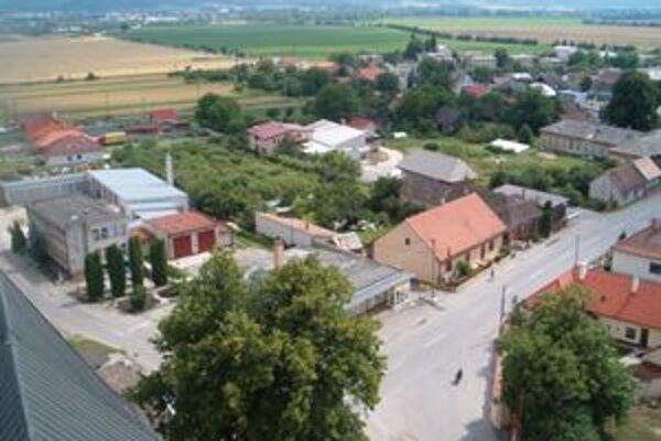 Pohľad na obec z veže kostola.