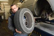Pozor si treba dať aj na to, akú pneumatiku prezúvate.