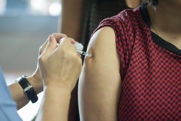 Očkovanie proti záškrtu je na Slovensku povinné.