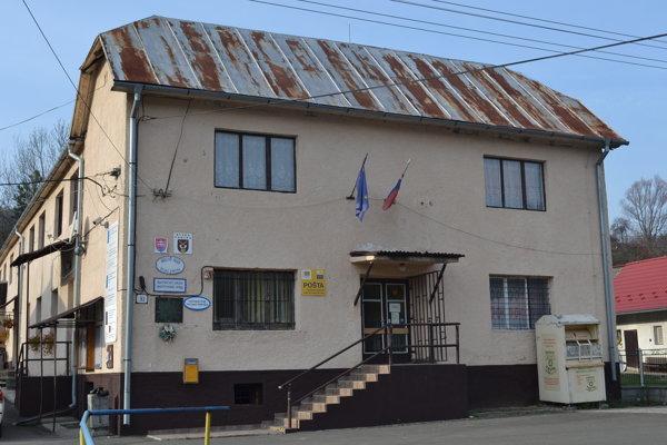 Obec Ruská Poruba meno nového starostu zatiaľ nepozná. Dvaja kandidáti získali rovnaký počet hlasov.