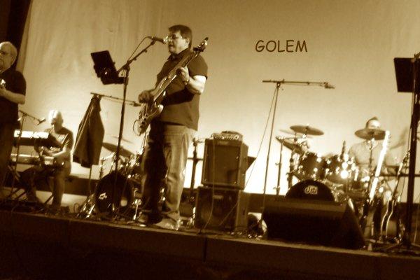 Skupina Golem počas vystúpenia.