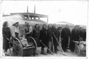 V budovateľských rokoch tu pracovali aj ženy.