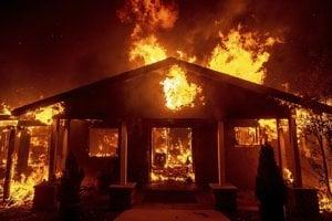 Takmer 12-tisíc domov a budov ľahlo popolom.