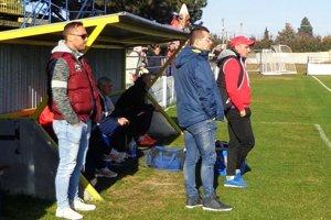 Zverenci Branislava Mráza vyhrali proti treťoligovým Vrábľom 5:0 a po dlhšom čase mali aspoň trochu radosť z futbalu.
