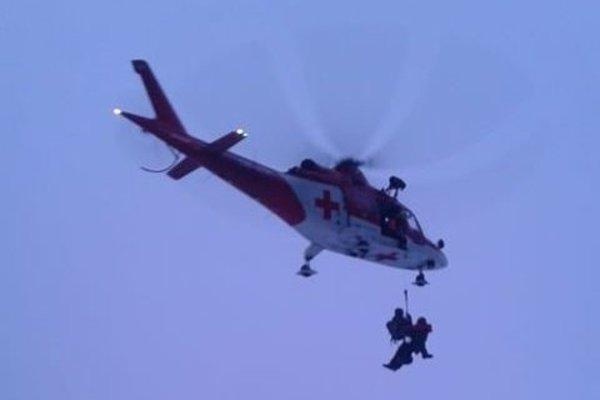Pri zásahu bol potrebný vrtuľník.