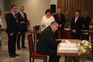 Slávnostné zasadanie mestského zastupiteľstva v Spišskom Podhradí.