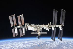 Jeden z posledných záberov na kompletnú ISS v októbri 2018.