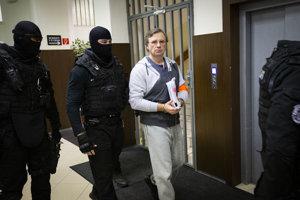 Valentina Vinogradova priviedlo na súd päť kukláčov Zboru väzenskej a justičnej stráže.