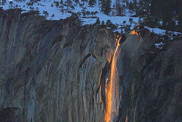 Urobiť kvalitné fotografie prírodného úkazu Firefall sa nepodarí každý rok.