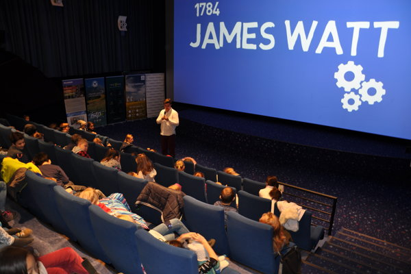 Dopoludnia boli filmy a diskusie určené žiakom základných a stredných škôl.